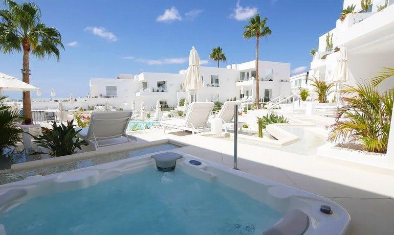 Lani's Suites de Luxe master suite terrace view