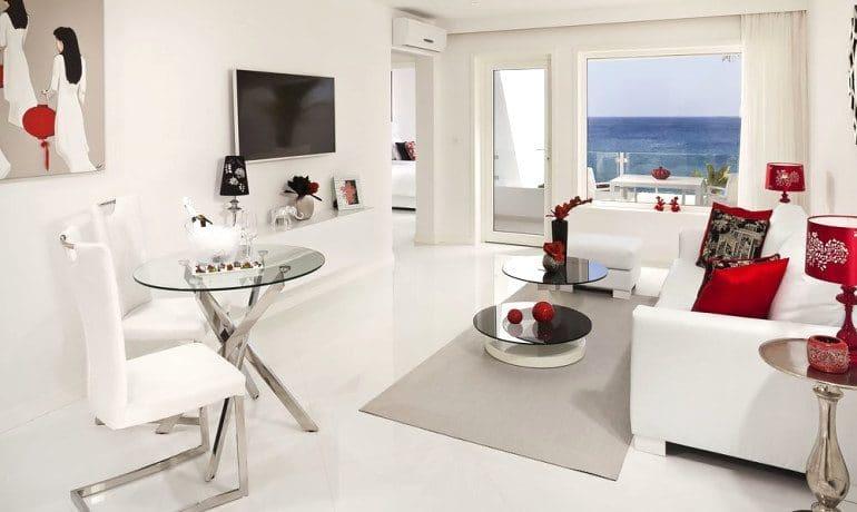 Lani's Suites de Luxe ocean suite room