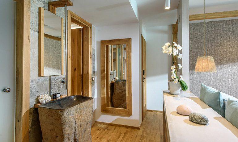 Stella Island Luxury Resort & Spa premium double swim up bathroom