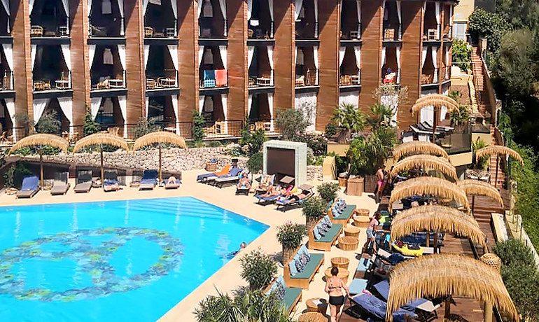 Bikini Island & Mountain pool area