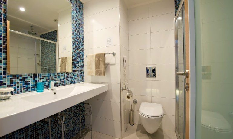 Numa Beach & Spa standard room bathroom