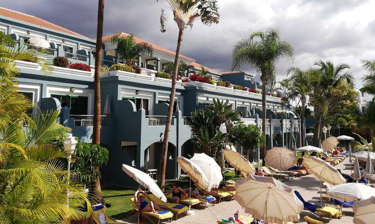 Colon Guanahani hotel sunbeds