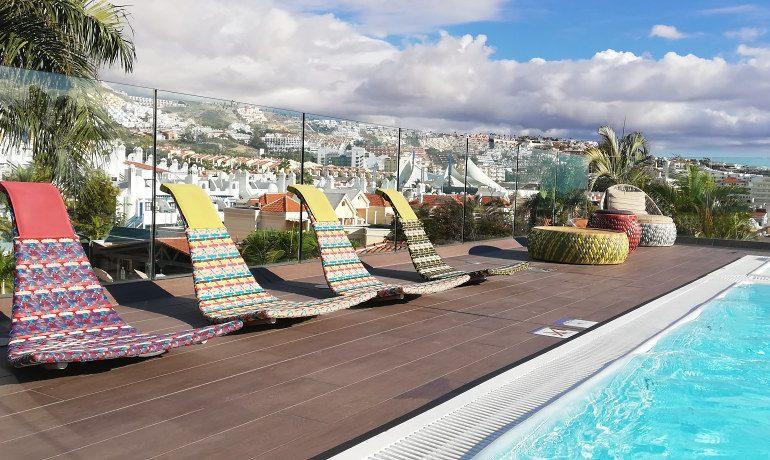 Colón Guanahaní rooftop pool sunbeds