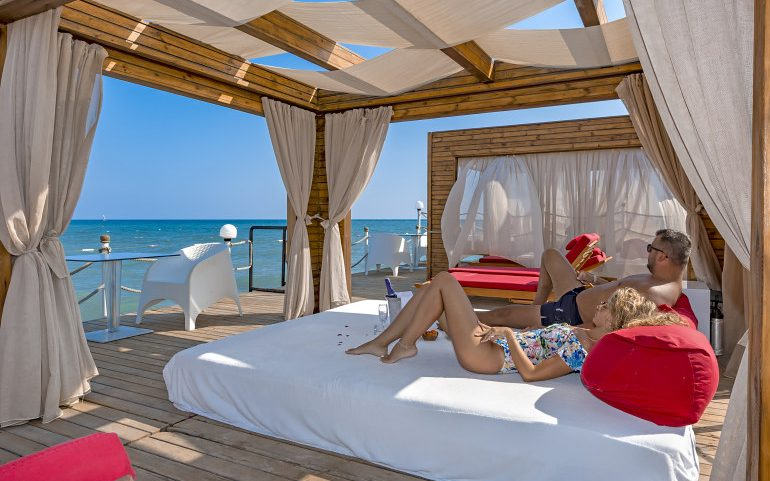 Adam & Eve Hotel Belek private balinese beds