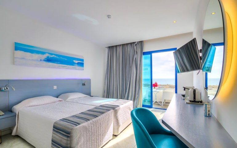 Anonymous Beach hotel double room sea view