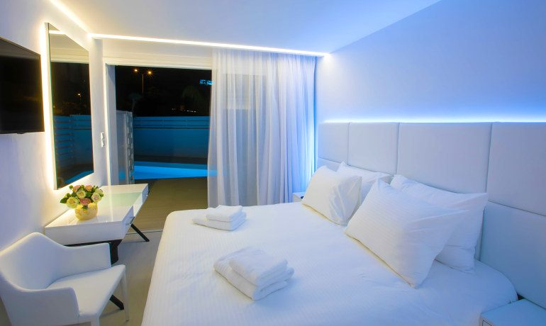Napa Suites deluxe double room private pool