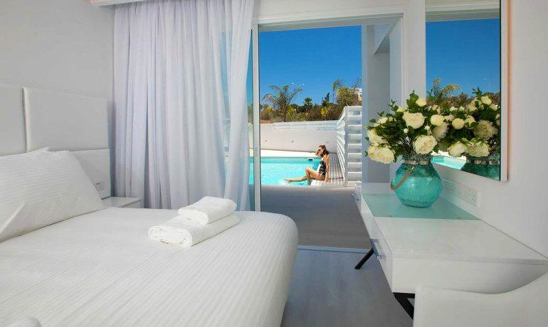 Napa Suites garden room pool