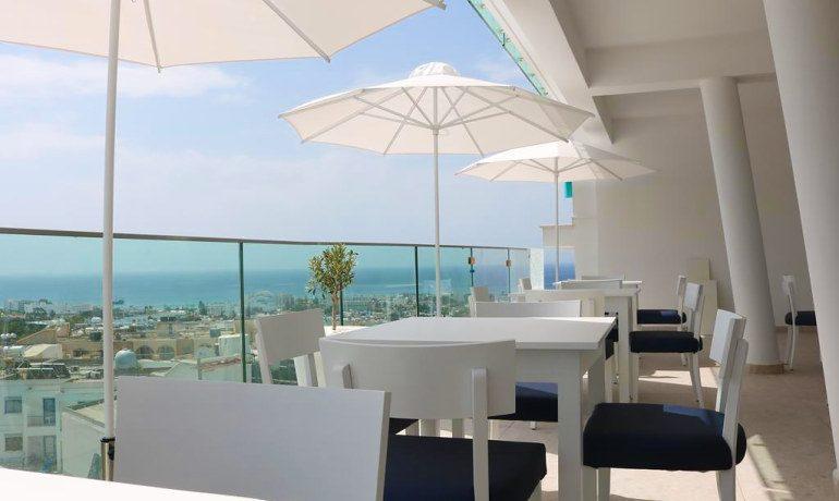 Napa Suites rooftop bar