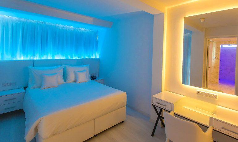 Napa Suites superior room